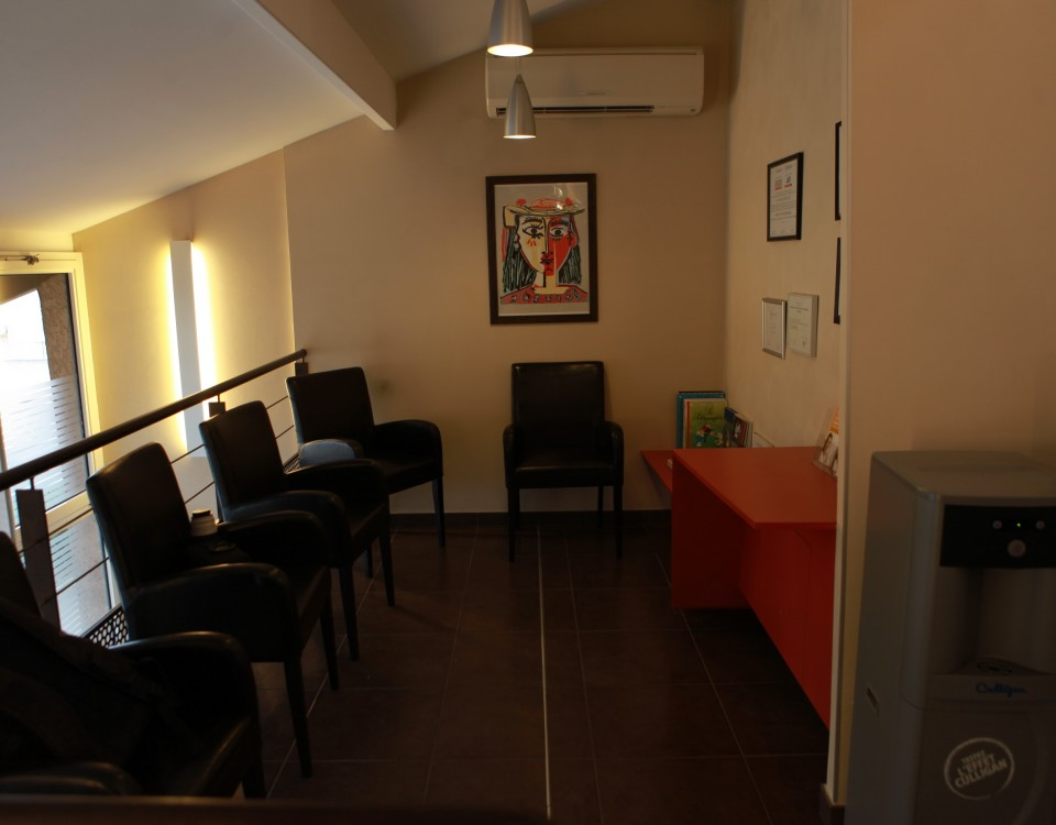 Salle d'attente ouverte du cabinet dentaire des Dr. Marcucci & Combès